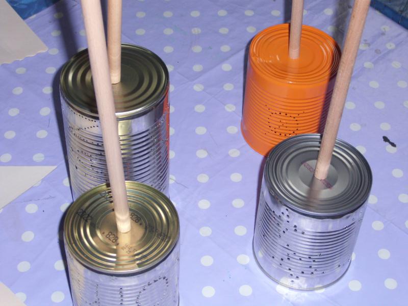Kerzen basteln mit Hilfe von Dosen